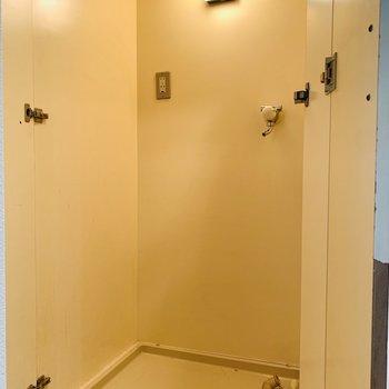 扉を開けると洗濯機置き場でした!