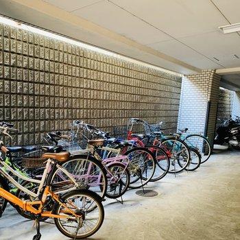 自転車置場もしっかり屋根付きです。
