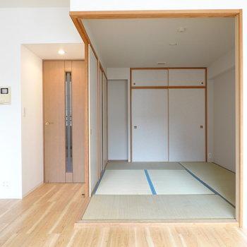 洋室に違和感なく溶け込んだ和室は約6帖の広さ。