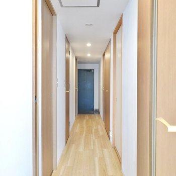 廊下に出て、その他のお部屋も見ていきましょう。
