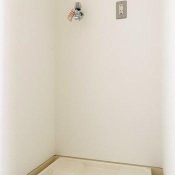 収納できる洗濯機は生活感が隠せて嬉しい!(※お部屋は通電前です。)