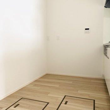 キッチンスペース広めでした!(※お部屋は通電前です。)