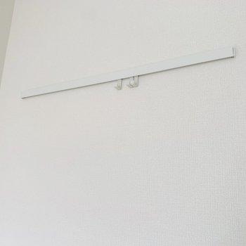 壁掛けにはお気に入りのものを。(※お部屋は通電前です。)