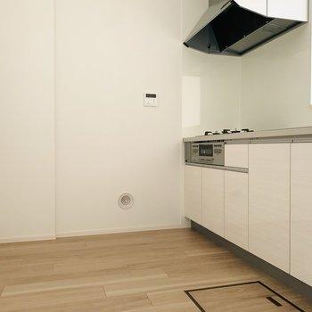 広々としたキッチンスペース。(※お部屋は通電前です。)