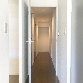 廊下に行きましょう。※写真は3階の同間取り別部屋のものです