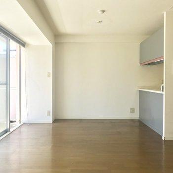 【LDK】こちらにダイニングテーブルを。※写真は3階の同間取り別部屋のものです