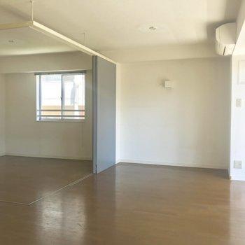 【LDK】扉を開くと開放的。※写真は3階の同間取り別部屋のものです