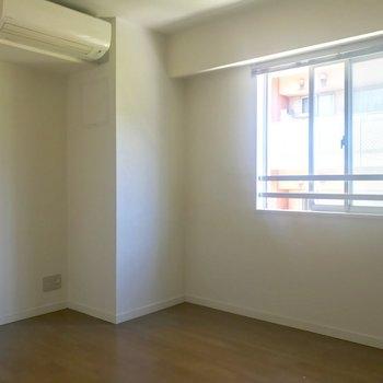 【洋室2】右側にもうひとつのお部屋※写真は3階の同間取り別部屋のものです
