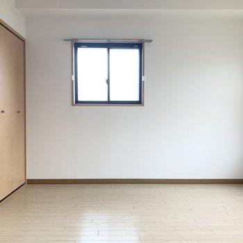 小窓も収納もで利便性良し