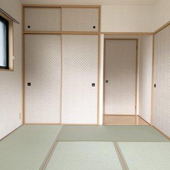 小窓付きの和室