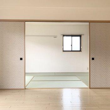 和室へ続く扉はふすまです