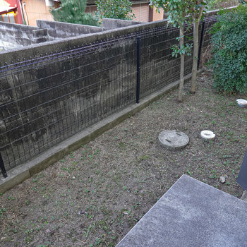 キッチンの裏口にもお庭があります。