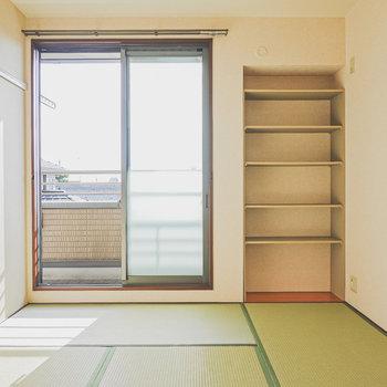 【和6】同じく南向きの和室。造り付けの棚があるので収納の部屋にできそう。