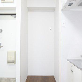 冷蔵庫置場はキッチンの奥に。