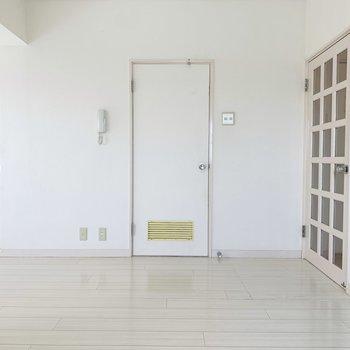 真ん中の扉からはユーティリティへ。