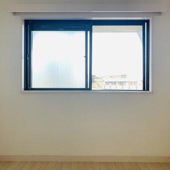 【洋4.5】こちらにも窓が。どこにいても開放的な気持ちになれそうです。