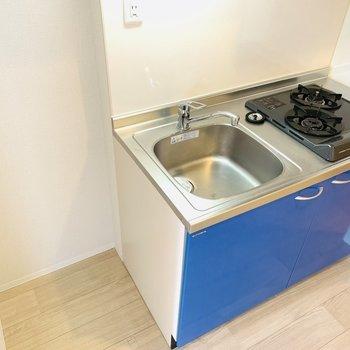 コンロが2つついた便利なキッチン。(※写真は3階の反転間取り別部屋のものです)