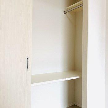 引き戸タイプの収納で無駄なスペースは作らない!(※写真は3階の反転間取り別部屋のものです)