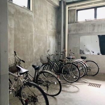自転車置き場は屋根付きで防犯面でも安全そうでした!
