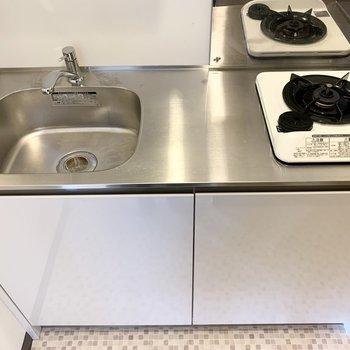 1口ガスコンロのコンパクトなキッチンですが、作業スペースがきちんとあるのが嬉しいポイント。