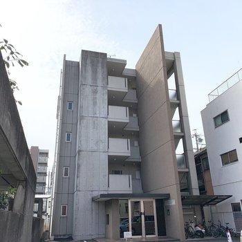 外観もコンクリートでクールな5階建の鉄筋コンクリートマンションです。