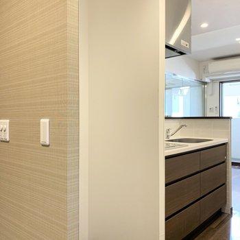 キッチン横には冷蔵庫スペース。
