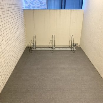 自転車置場は各階に設置されています。