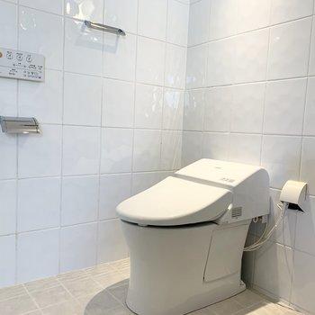 おトイレはウォシュレット付です。