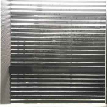 眺望は黒の柵。目線は全く気になりませんね。(※写真は1階の反転間取り別部屋のものです)