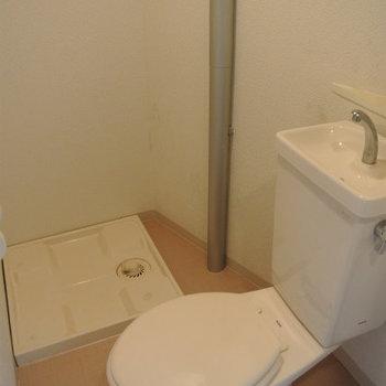 トイレと洗濯機が一緒(※写真は1階の同間取り別部屋のものです)