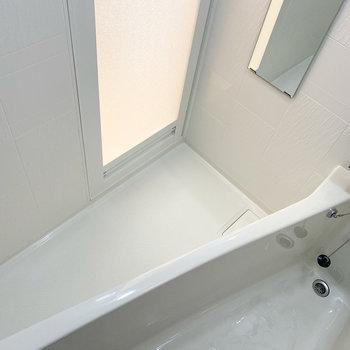 浴室乾燥機や長細い鏡だって付いています!※写真は5階の同間取り別部屋のものです