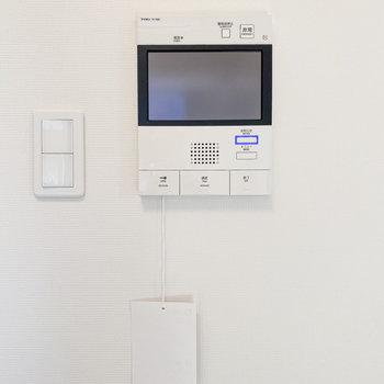 モニター付きのドアホンでセキュリティも安心。※写真は5階の同間取り別部屋のものです