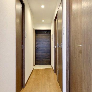 ウッディな扉は、統一感をもたらしてくれます。