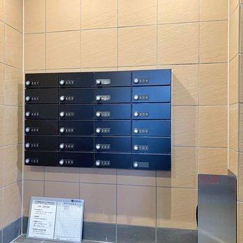 オートロック内にメールボックスがあります。