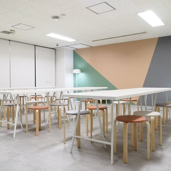 【イベントスペース】セミナーや講義や用途は色々♪
