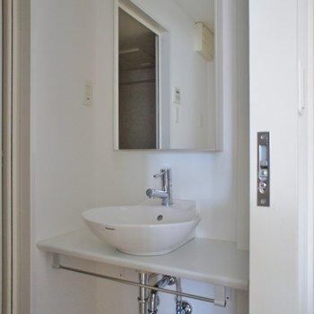 洗面台はスタイリッシュに。※写真は5Fの同タイプのもの