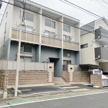建物は閑静な住宅街にあります。