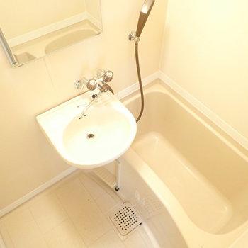 洗面台とバスルームはセットです。
