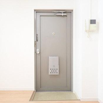 玄関の横にシューズボックスを置きましょう。