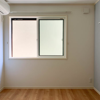 【洋室】窓は東向き。※写真は前回募集時のものです