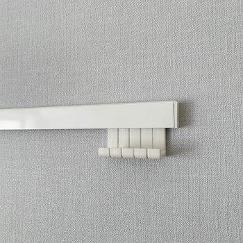 【洋室】壁にはハンガーのかけられるフック付き。※写真は前回募集時のものです