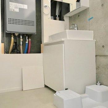 洗濯機が脱衣所に置けるので洗濯も楽チンですね。※写真は別棟の反転間取り別部屋のものです