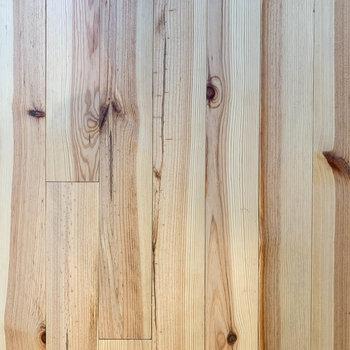 【ディテール】味わいのある無垢床です。