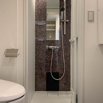 お風呂はシャワールームです。