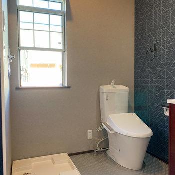 洗濯機置き場とトイレもセットです。
