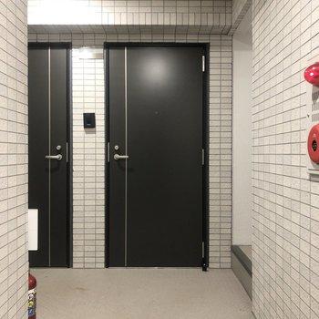 共用廊下です。雨に濡れる心配はありません。
