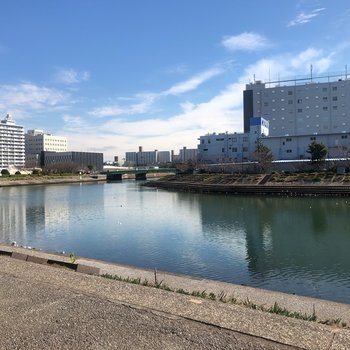 近くに運河が流れていて、気持ちが良かったですよ〜。
