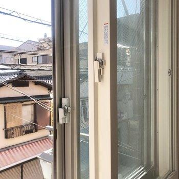 窓が二重になっています。断熱効果、防音効果も。※写真は前回募集時のものです