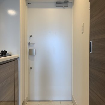 玄関の床が大理石模様で高級感ありました。※写真は6階の同間取り別部屋のものです