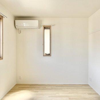 【洋室6.5帖】寝室としても使えますね。